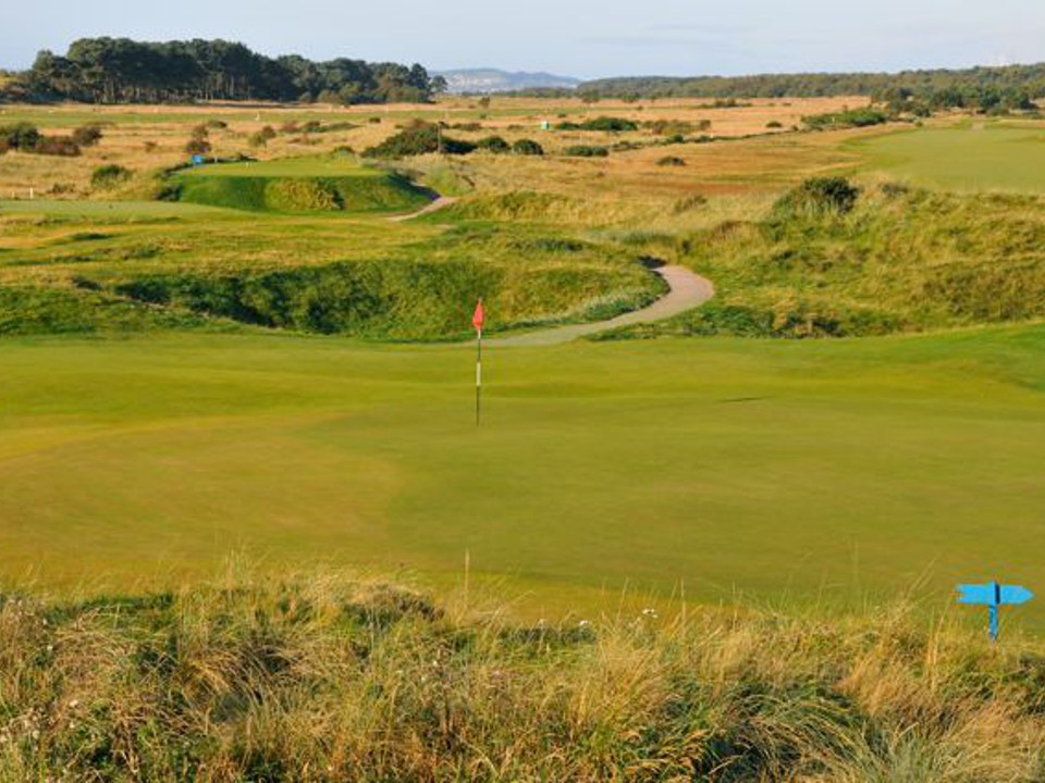 Play Carnoustie Championship Course, Scotland