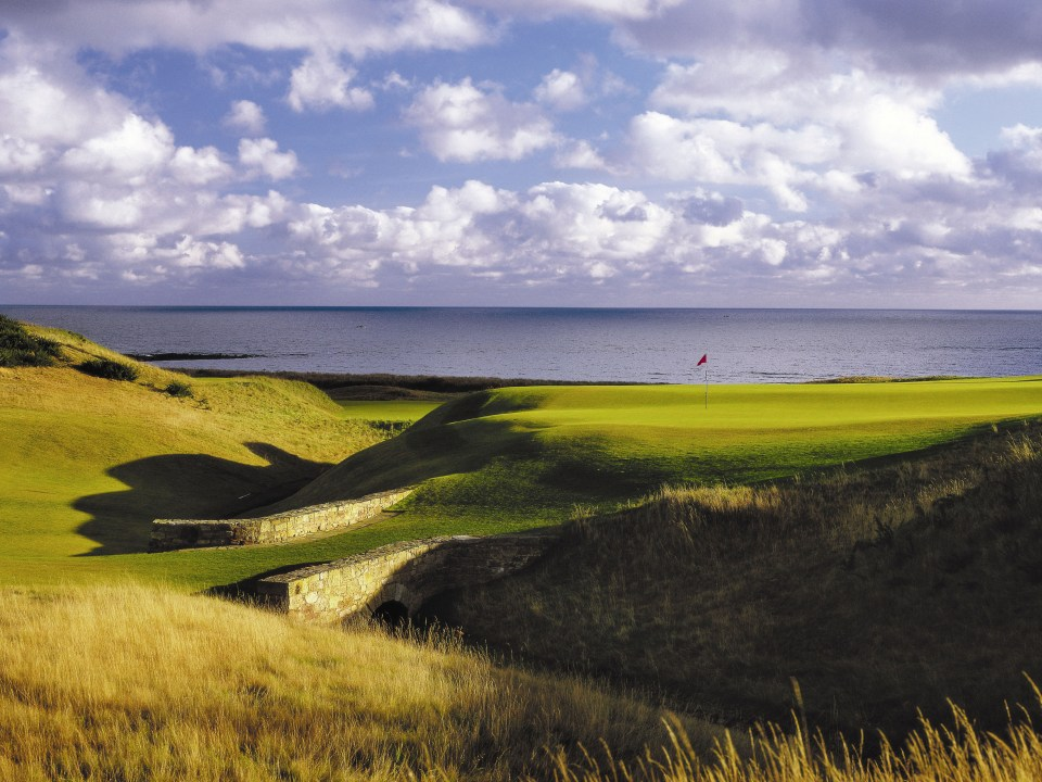 Play Kingsbarns Golf Links, near St. Andrews, Scotland