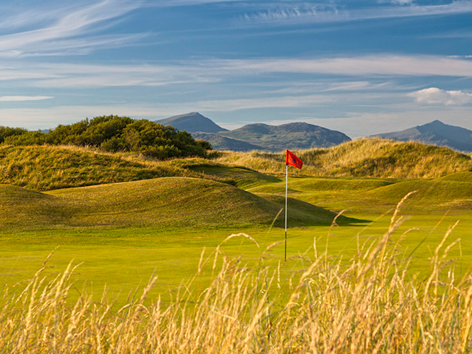 Royal St. David's Course - 15th Green with views toward the Snowdonian Mountains